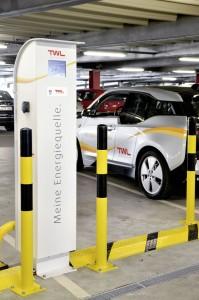 An den Ladesäulen im Parkhaus Walzmühle in Ludwigshafen können jeweils drei E-Autos Strom tanken.