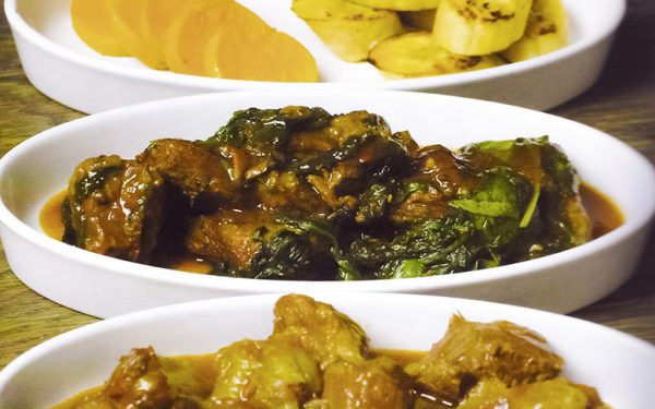 Königliches Rezept:  Rindfleisch mit Jamswurzel und Kochbananen