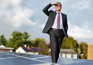 Energie vom Dach. Auf dem Rechenzentrum erzeugt eine Photovoltaik-Anlage sauberen Strom. (Bild: Alexander Grüber)