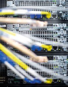 Auf den Servern des Datacenters laufen die Rechenoperationen und Datenspeicherungen für die Kunden von TWL-KOM. (Bild: Alexander Grüber)
